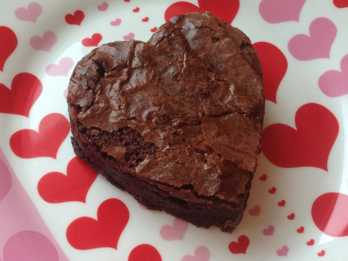 momstown Heart Melters: Fudgey Brownie Ice Cream Treats
