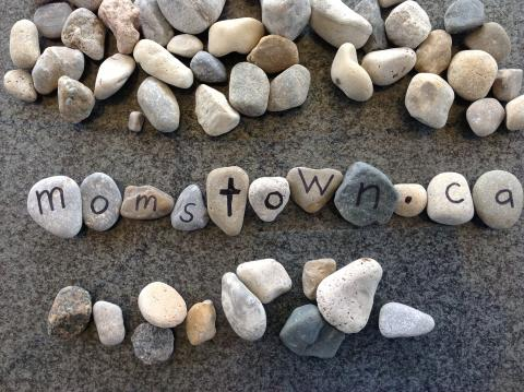 momstown rocks